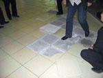 Нарушение технологии укладки плитки стало причиной эвакуации торгового центра