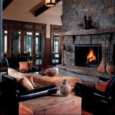 Каменная гостиная с камином