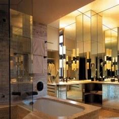Дизайн ванной комнаты с зеркальными спецэффектами