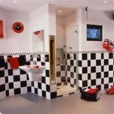 Черно-белая ванная для шахматных королей
