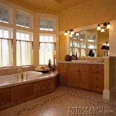 Дизайн ванной с большими окнами