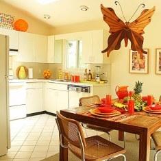 Дизайн кухни  столовой с большой бабочкой