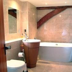 Дизайн ванной комнаты с навороченным умывальником