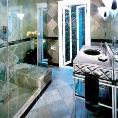 Дизайн ванной комнаты, выходящей в сад