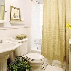 Дизайн ванной комнаты с большим окном