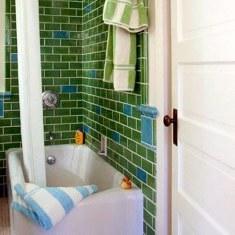 Английская ванная в зеленых цветах