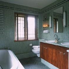 Ванная из зеленой мозаики
