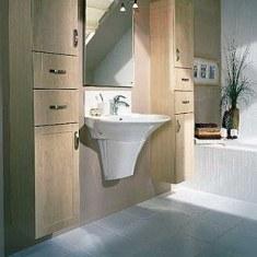 Дизайн ванной комнаты с деревянной мебелью