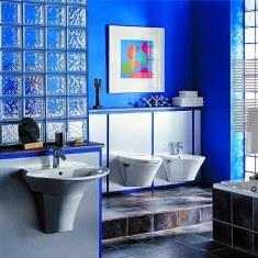 Многоуровневая ванная комната со стеклоблоками