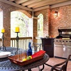 Кухня на террасе, выложенная кирпичом