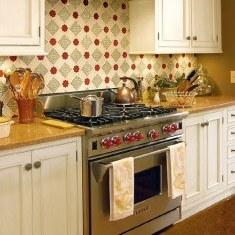 Разноцветный фартук для классической кухни