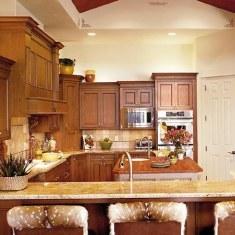 Дизайн классической кухни с барной стойкой