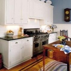 Небольшая кухня в стиле кантри