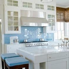 Плитка под кирпичики на фартуке кухни
