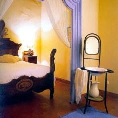 Терракотовая плитка в спальне