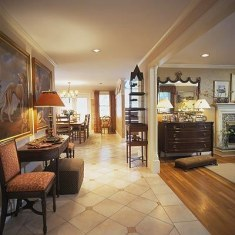 Шикарный коридор в классическом стиле