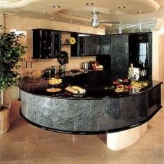 На черной кухне не видно, что подгорело :)