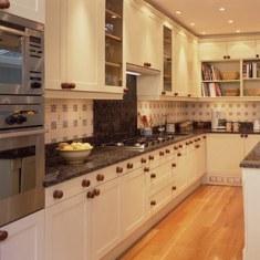 Практичный дизайн небольшой кухни
