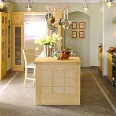 Спокойный дизайн кухни с островом