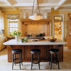 Дизайн просторной кухни с большим островом
