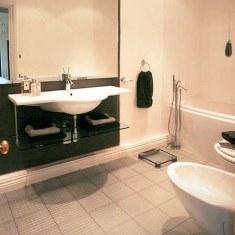 Дизайн ванной в бело-черных тонах