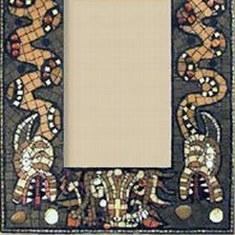 Рамка для зеркала из мозаики и камней