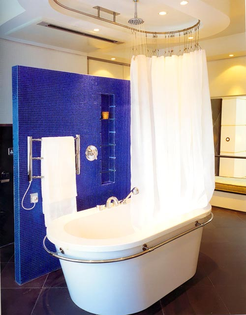 Дизайн ванной со шторой