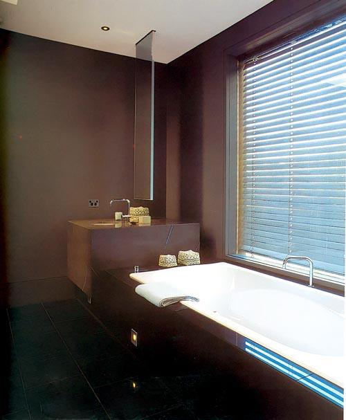 Дизайн строгой ванной в коричневых тонах