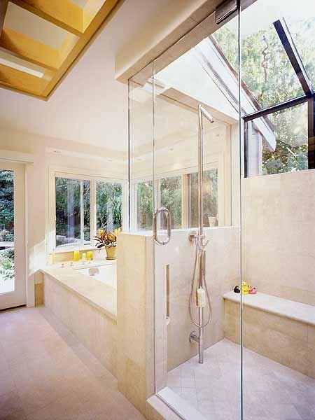 Открытый дизайн ванной комнаты в загородном доме