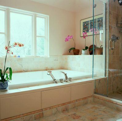 Дизайн ванной комнаты с душем и ванной