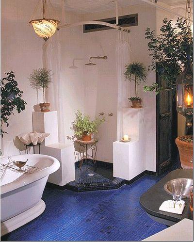 Интерьер ванной комнаты для любителей цветов