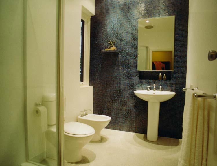 Черно-белый вариант дизайна ванной комнаты