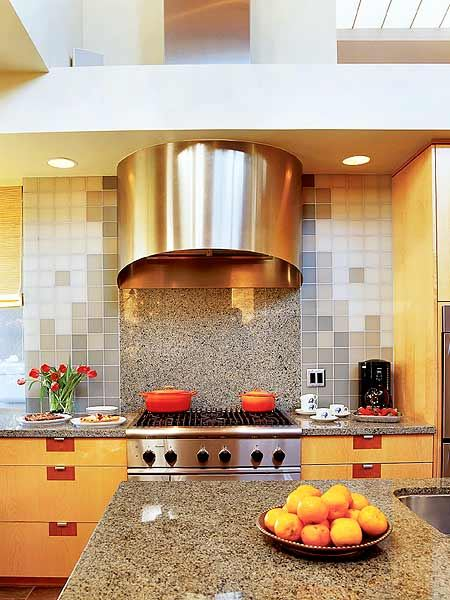 Combining granite and monocolors. Kitchen design