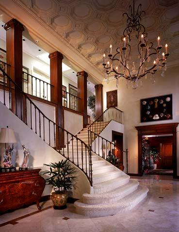 Дизайн холла в классическом стиле с