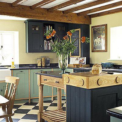 Дизайн зеленой кухни в загородном доме