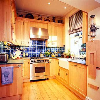 Практичный дизайн маленькой кухни