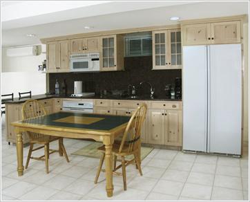 Дизайн кухни с деревянной мебелью
