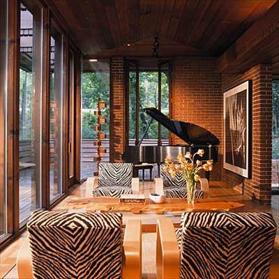 Интерьер гостиной с роялем