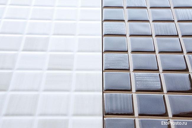 Фотография плитки под мозаику двух видов: с прорезями и без