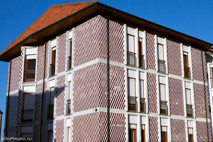 Дом в клеточку в Португалии
