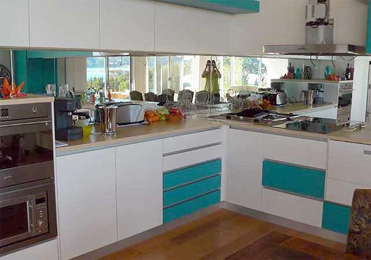Зеркальный фартук на кухню. Фото