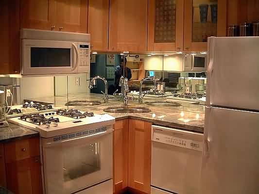 Фартук из зеркала на кухню. Фотография