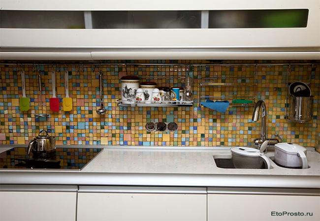 Кухонный фартук из мозаики. Фото