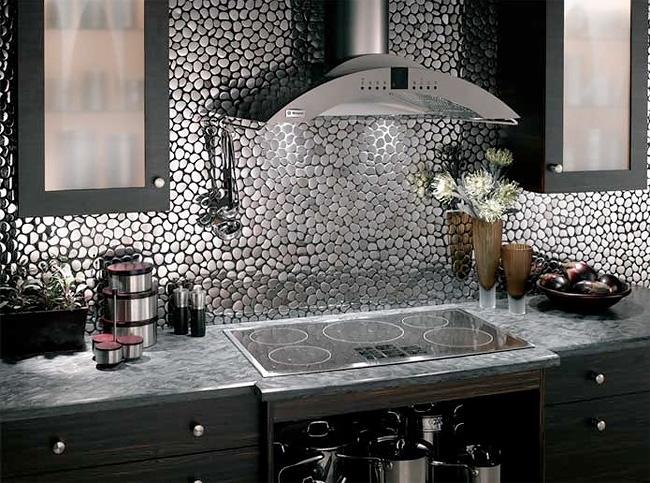 Металлический фартук на кухню. Фото